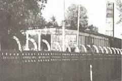 1_Barak na terenie zakładów siedziba pierwszych szkół